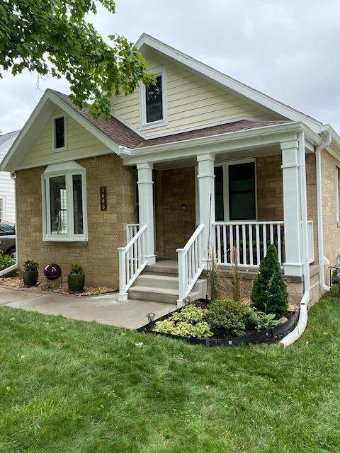 1645 S Parkview Ave, New Berlin, WI 53151 (#1755144) :: Tom Didier Real Estate Team