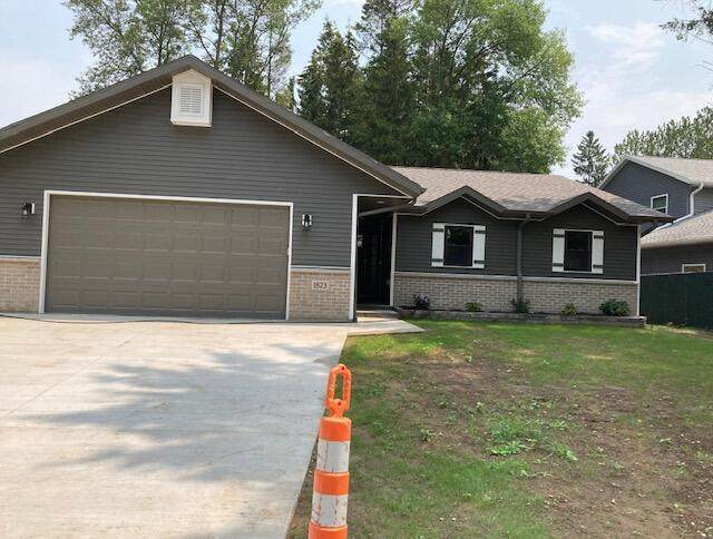 1823 Spruce Dr, Manitowoc, WI 54220 (#1755426) :: RE/MAX Service First