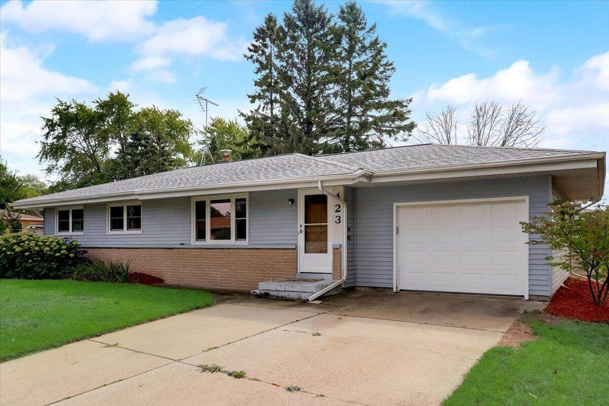 423 Barry Ave - Photo 1