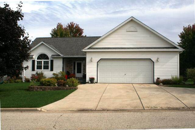 524 Fir St, Fredonia, WI 53021 (#1768439) :: RE/MAX Service First