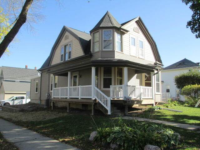 1500 S 74th St, West Allis, WI 53214 (#1768514) :: RE/MAX Service First
