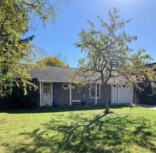 269 E Clay St, Saukville, WI 53080 (#1768951) :: Ben Bartolazzi Real Estate Inc
