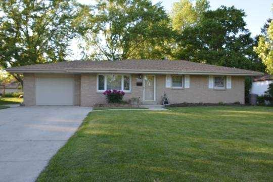 W87 N18026 Queensway St., Menomonee Falls, WI 53051 (#1535749) :: Vesta Real Estate Advisors LLC
