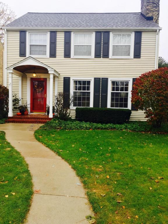 5232 N Shoreland Ave, Whitefish Bay, WI 53217 (#1559055) :: Tom Didier Real Estate Team