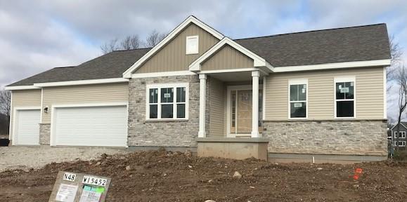 N48W15452 Aster Ct, Menomonee Falls, WI 53051 (#1604264) :: Vesta Real Estate Advisors LLC