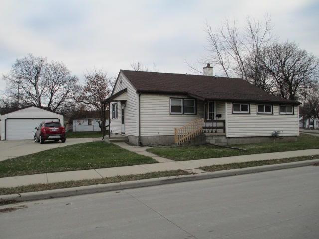 8651 W National Ave, West Allis, WI 53227 (#1616226) :: Tom Didier Real Estate Team