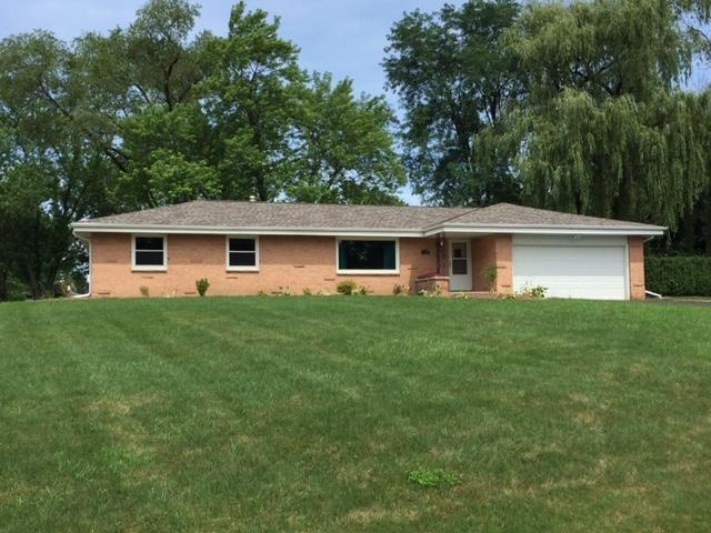 15860 Hill Ct, Brookfield, WI 53005 (#1649684) :: RE/MAX Service First Service First Pros