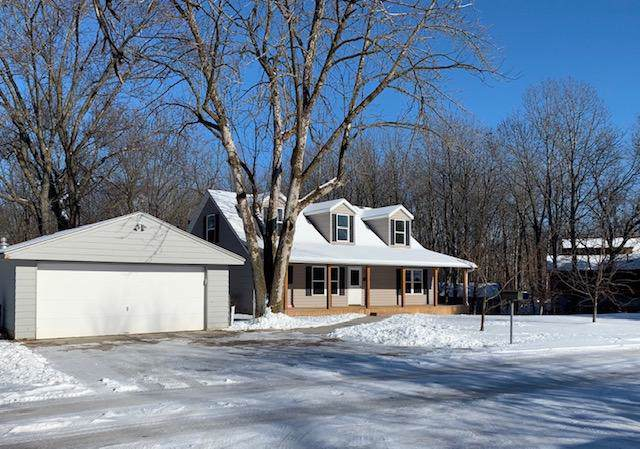 5424 Silver Lake Dr, West Bend, WI 53095 (#1673176) :: Tom Didier Real Estate Team