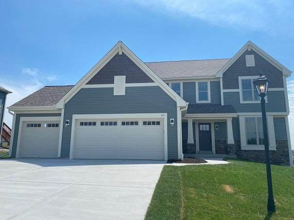 137 Scarlet Oak Ln, Waukesha, WI 53188 (#1687037) :: OneTrust Real Estate