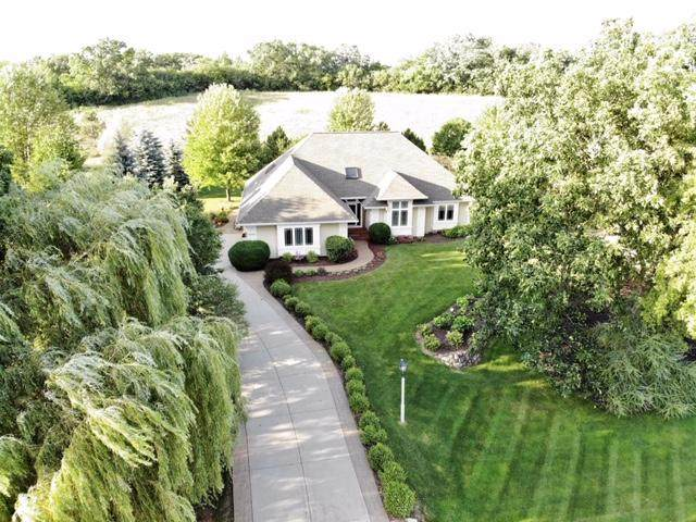 N42W28946 Imperial Dr, Delafield, WI 53072 (#1698744) :: RE/MAX Service First Service First Pros