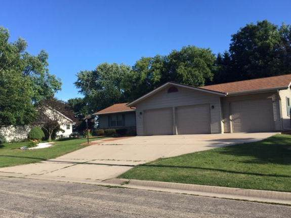 717 Crestview Dr, Watertown, WI 53094 (#1700500) :: OneTrust Real Estate