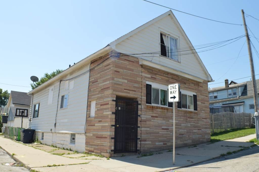 551 Rogers St - Photo 1