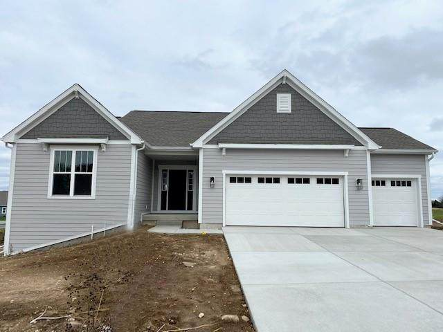 1337 Overlook Cir, Hartland, WI 53029 (#1717767) :: RE/MAX Service First