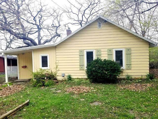 7800 Shorewood Dr, Salem Lakes, WI 53168 (#1736267) :: OneTrust Real Estate