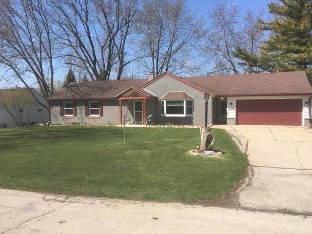 231 Park Crest Dr, Thiensville, WI 53092 (#1736341) :: Tom Didier Real Estate Team