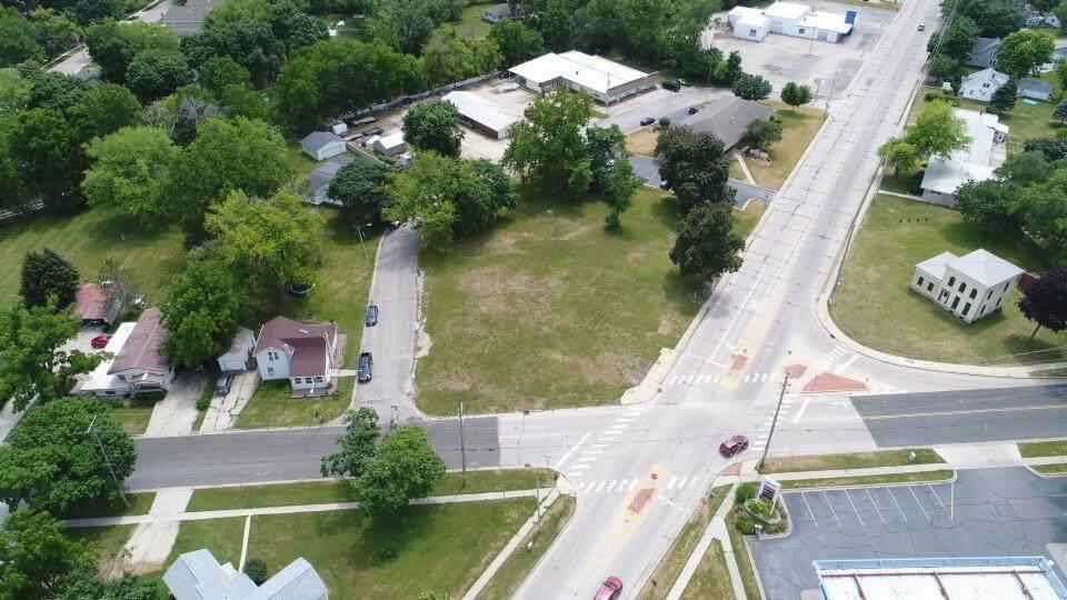 503 Janesville St - Photo 1