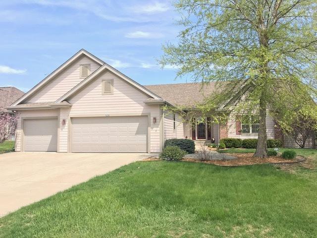6752 W River Pointe Dr, Franklin, WI 53132 (#1581694) :: Vesta Real Estate Advisors LLC