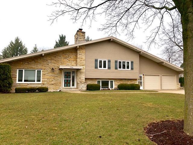 17550 Echo Ln, Brookfield, WI 53045 (#1619080) :: Tom Didier Real Estate Team