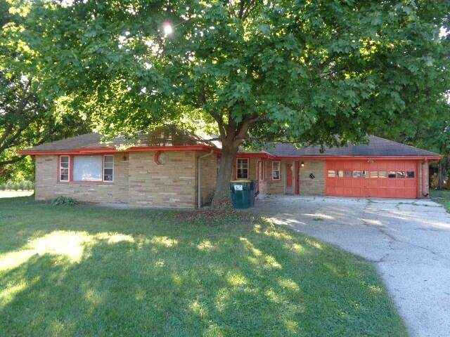 10411 W Forest Home Ave, Hales Corners, WI 53130 (#1747769) :: RE/MAX Service First