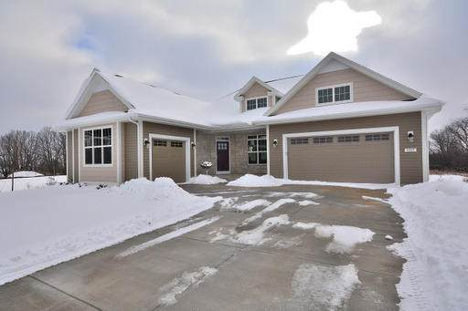 8265 W Mourning Dove Ct, Mequon, WI 53097 (#1698234) :: Tom Didier Real Estate Team