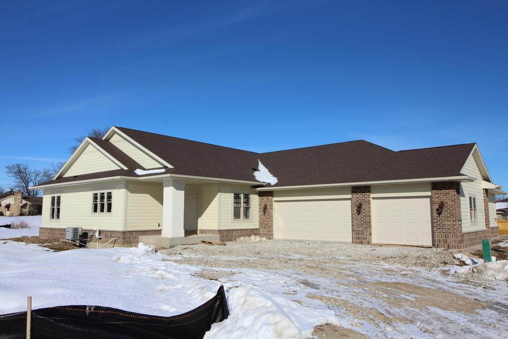 1416 Country Club Dr - Photo 1