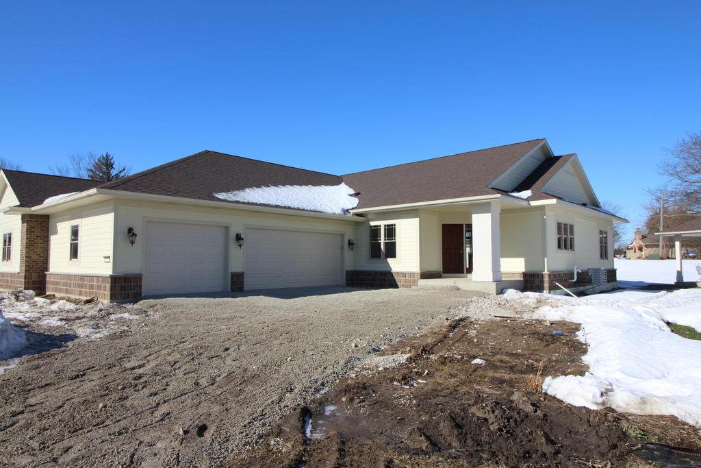 1418 Country Club Dr - Photo 1