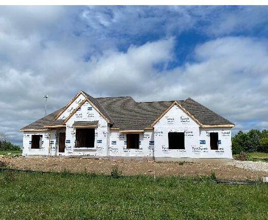 W277N6684 Timberline Trl, Merton, WI 53089 (#1744987) :: Re/Max Leading Edge, The Fabiano Group