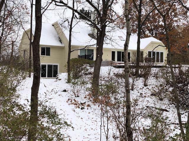N1W31139 Wildwood Trl, Delafield, WI 53018 (#1633866) :: Tom Didier Real Estate Team