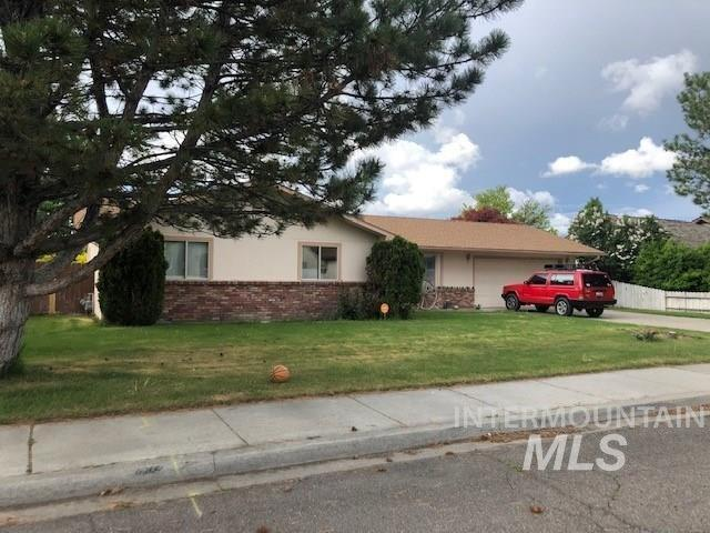 2557 9TH AVE EAST, Twin Falls, ID 83301 (MLS #115887) :: Team One Group Real Estate