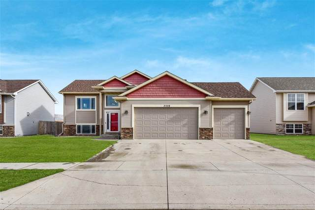 3008 10th St NW, Minot, ND 58703 (MLS #210341) :: Signal Realty