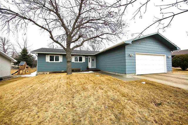 1625 11th St. SW, Minot, ND 58701 (MLS #210425) :: Signal Realty