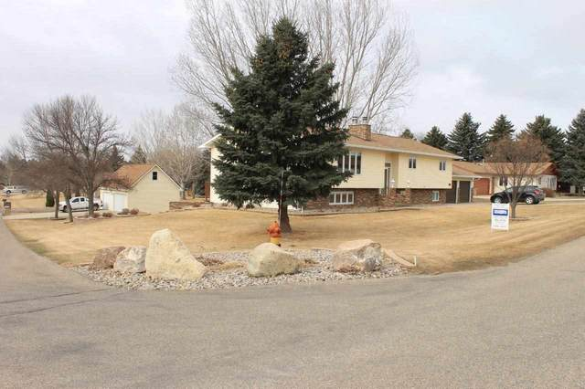 2324 Parkside Drive SW, Minot, ND 58701 (MLS #210592) :: Signal Realty