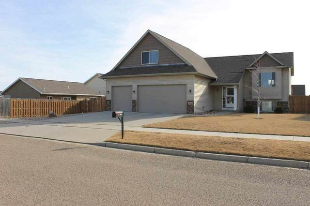 3020 10th St. NW, Minot, ND 58703 (MLS #210651) :: Signal Realty
