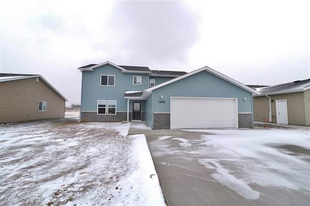 3316 14th Street NW, Minot, ND 58703 (MLS #210663) :: Signal Realty