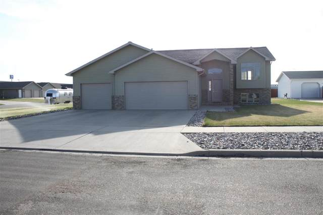 3424 15th St SW, Minot, ND 58701 (MLS #210912) :: Signal Realty