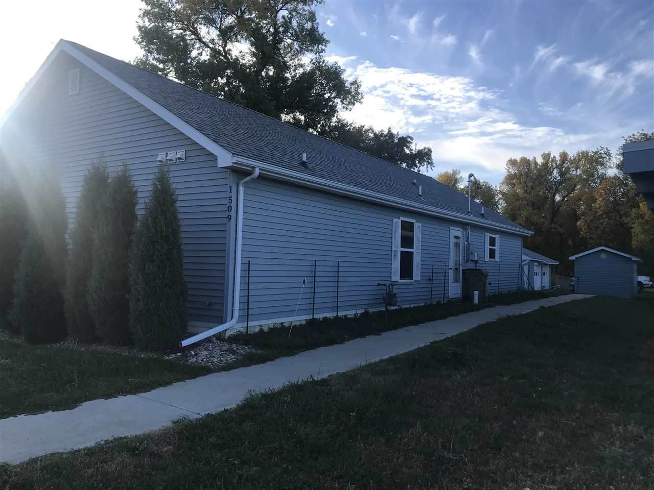 1509 4TH AVE - Photo 1