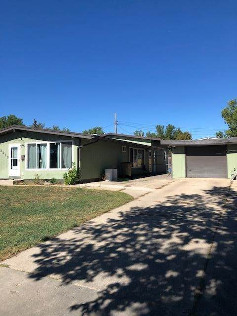 2910 SW 2nd Ave SW, Minot, ND 58701 (MLS #212023) :: Signal Realty