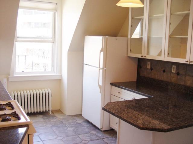 1398 Beacon St #4, Brookline, MA 02446 (MLS #72162774) :: Goodrich Residential