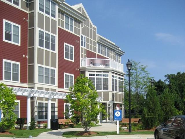 35 Commonwealth Ave #404, Newton, MA 02467 (MLS #72186604) :: Goodrich Residential