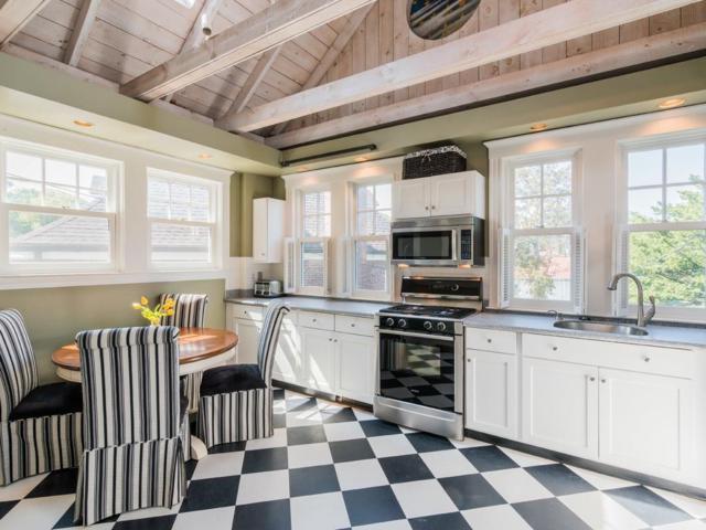 226 Commonwealth Ave #2, Newton, MA 02467 (MLS #72230207) :: Goodrich Residential