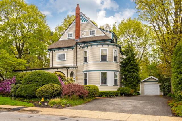 25 Wildwood St, Winchester, MA 01890 (MLS #72492360) :: Apple Country Team of Keller Williams Realty