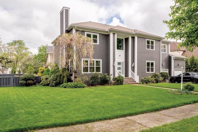 39 Sycamore Road, Newton, MA 02459 (MLS #72500867) :: Apple Country Team of Keller Williams Realty