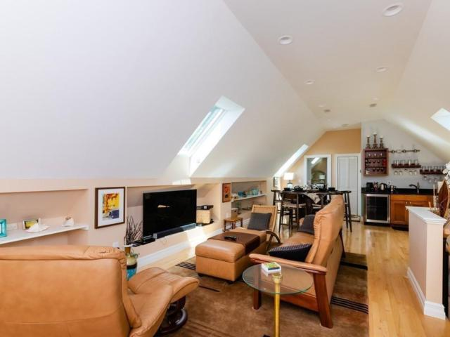 147 Brook St #3, Brookline, MA 02445 (MLS #72544295) :: Vanguard Realty