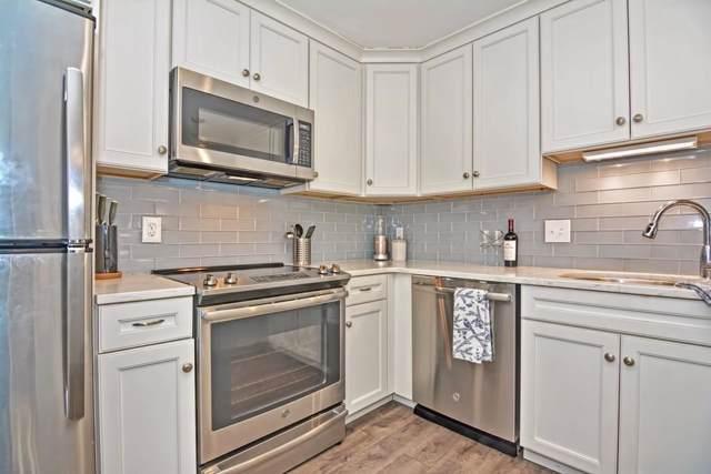 73 Walnut St #4, Newton, MA 02460 (MLS #72610733) :: Conway Cityside