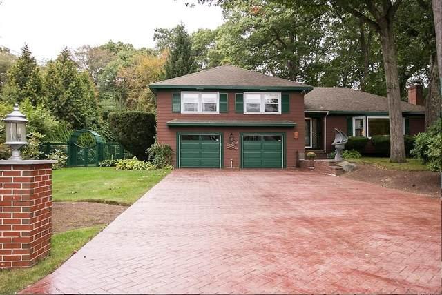 4 Bayberry Lane, Barrington, RI 02806 (MLS #72619173) :: Welchman Real Estate Group