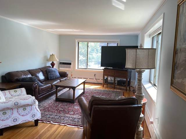 128 Pleasant St #201, Arlington, MA 02476 (MLS #72684486) :: Anytime Realty