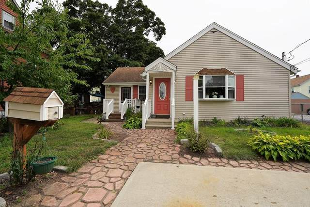 79 Oakland Ave, Pawtucket, RI 02861 (MLS #72726915) :: Westcott Properties