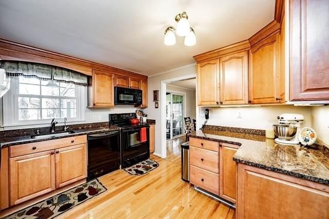 33 Woodlawn Dr, Sturbridge, MA 01566 (MLS #72758198) :: Kinlin Grover Real Estate