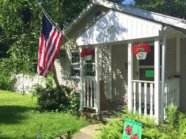 8 Castle Rd, Wayland, MA 01778 (MLS #72776618) :: Welchman Real Estate Group