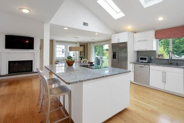 10 Leonard Street, Hingham, MA 02043 (MLS #72806607) :: Welchman Real Estate Group